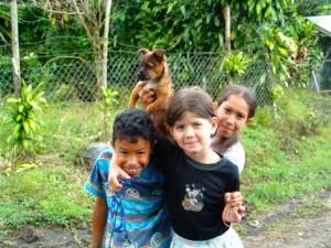 Fröhliche Kinder ohne Aggression